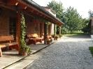 Terrasse vor den Gästezimmern